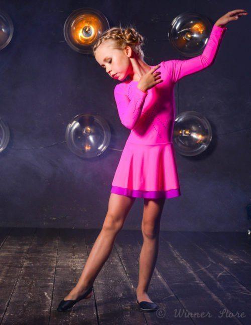 розовое лайкровое спортивное платье